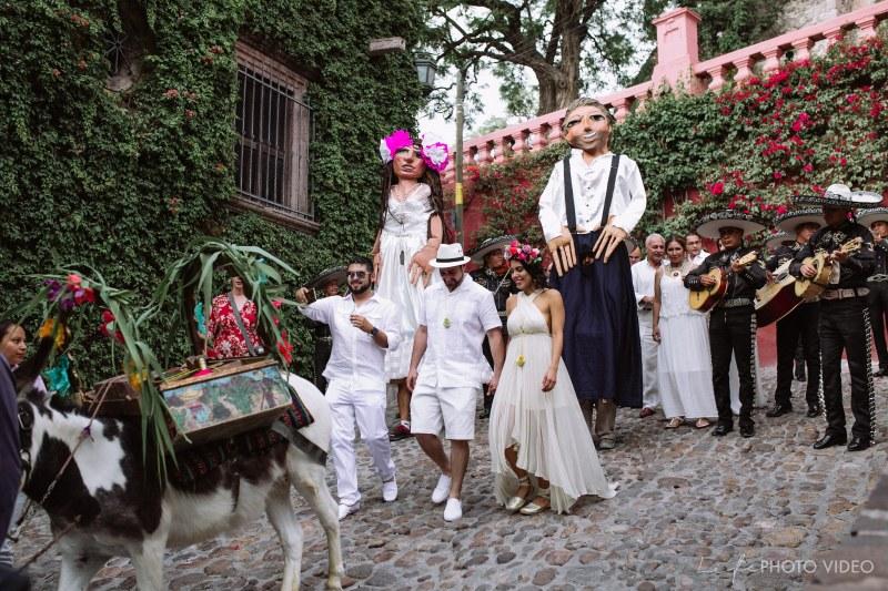 San Miguel de Allende Wedding Callejoneada // KAREN &JAD