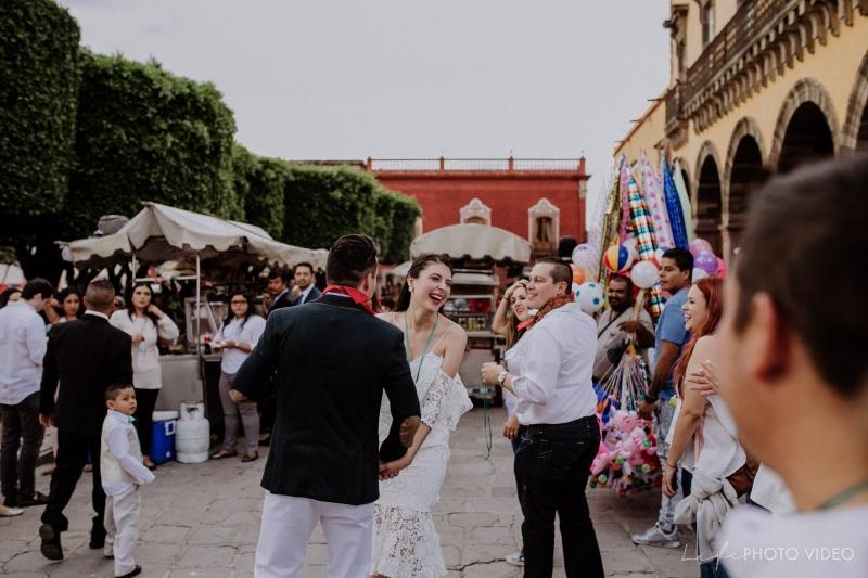 MARCE  & JORGE // Traditional Callejoneada and Vaquillada, San Miguel deAllende.