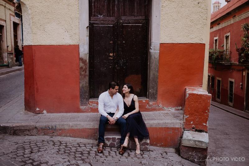 MARIANA & JUAN CARLOS // Guanajuato AlleywayE-Session