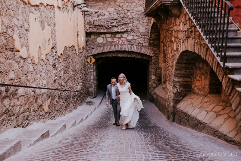 KIRSTI & SERGIO // Downtown streets Guanajuato Session